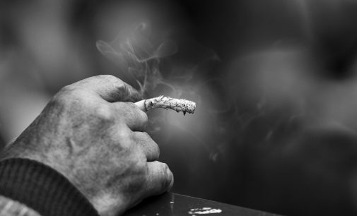 Cigarette électronique : Un vapoteur coûte moins cher qu'un fumeur